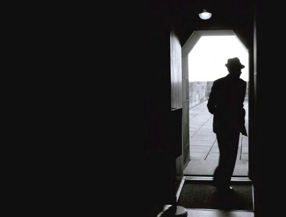 leonard.cohen.door