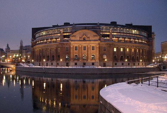 800px-Sveriges_riksdag_fr_vasabron