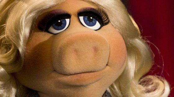 Muppet-Miss-Piggy-poses-during-photocall-promoting-movie-The-Muppets-in-Berlin