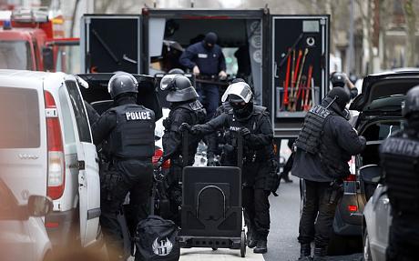 riot-police-montro_3157952c