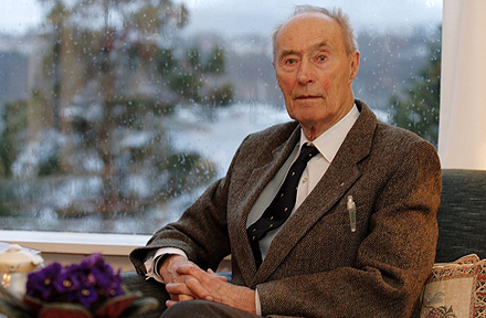 ...Joachim Rnneberg fotografert i sitt hjem i lesund for The Sunday Telegraph.