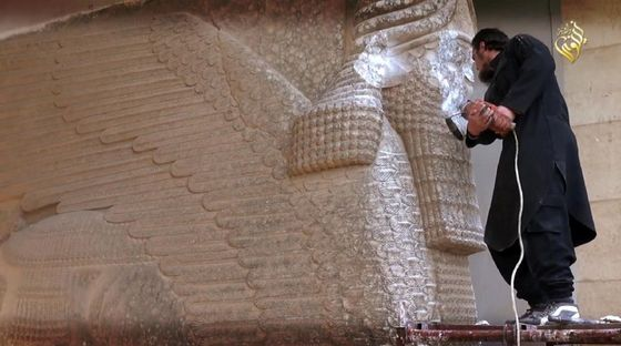 Islamic-State-destroying-artifacts