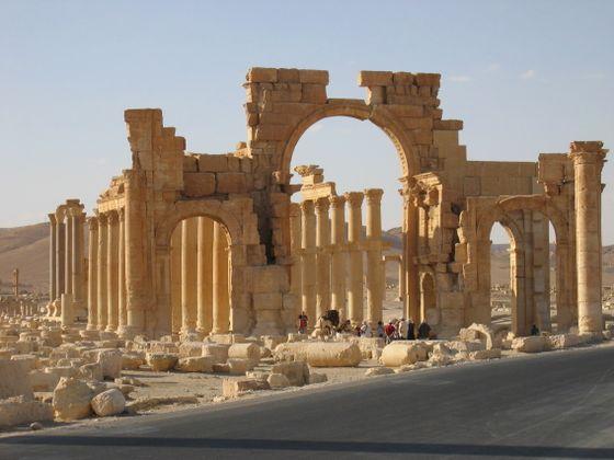 Südliches_Tor_der_Großen_Saeulenstrasse_Palmyra_Syria