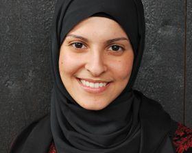 Fatima-Almanea-med-mørk-bakgrunn-Foto-SNK-600x477