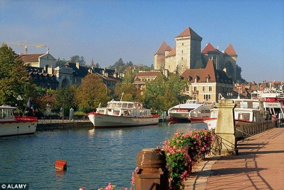 2ACE172700000578-3173304-Locals_in_the_picturesque_town_of_Annecy_are_believed_to_have_re-a-5_1437739119004