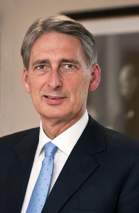 800px-Philip_Hammond,_Secretary_of_State_for_Defence