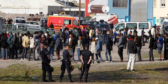 migranter-og-politi-i-calais