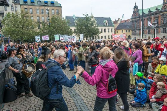 1442173385-manifestation-of-refugees-welcome-in-malm-sweden_8541254