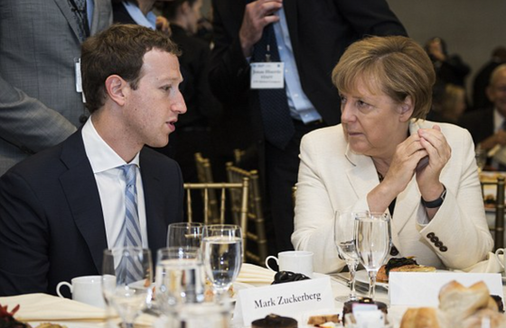 Merkel og Zuckerberg - hot mike - anti-migration comments on Facebook