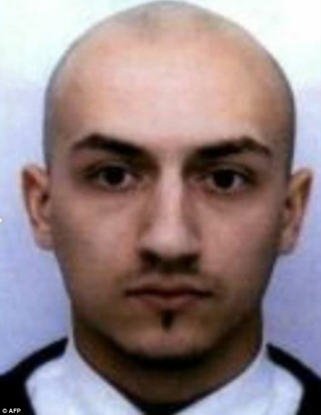 2E7F868C00000578-3320975-Escaped_son_Bataclan_killer_Sami_Amimour_was_cold_and_distant_wh-a-5_1447705165956
