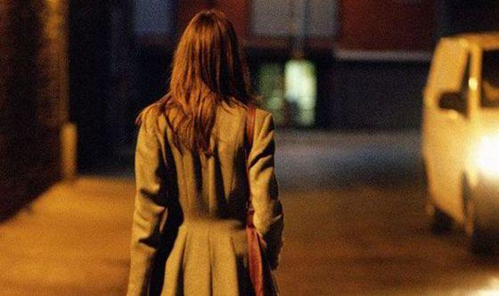 woman-walking-alone-night-426705