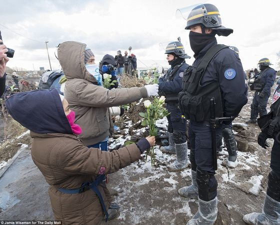31F31FE800000578-3480134-Young_children_living_in_the_Calais_Jungle_take_part_in_a_demons-a-42_1457346776809