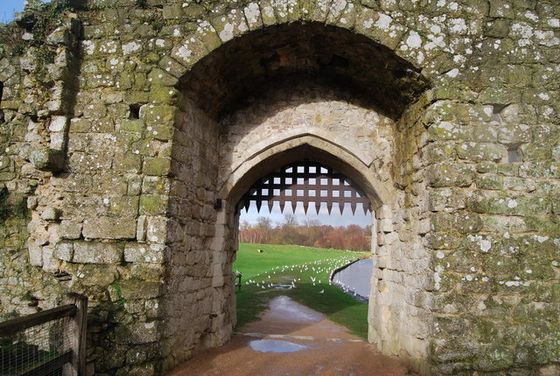 Portcullis_Gate,_The_Mill,_Leeds_Castle_-_geograph.org.uk_-_1613103