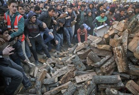 idomeni.wood.truck.mob