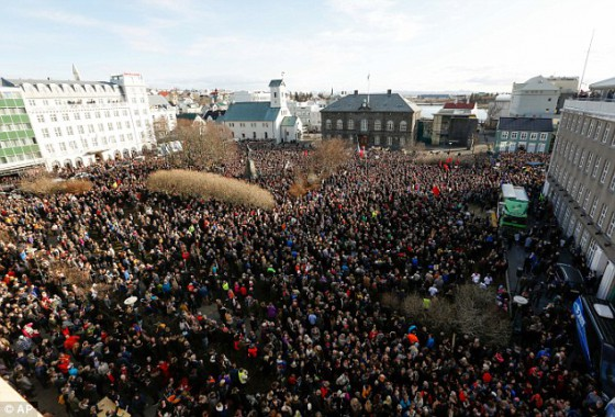 32D82CAF00000578-3524568-Thousands_gathered_in_the_centre_of_Reykjavik_to_call_for_the_Pr-a-10_1459864199788
