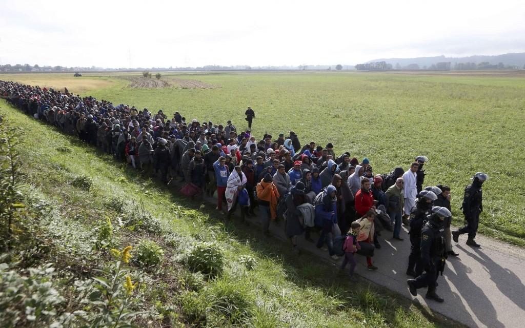 539146_2015-10-20t100835z-1651743307-lr1ebak0s600h-rtrmadp-3-europe-migrants-slovenia_orig