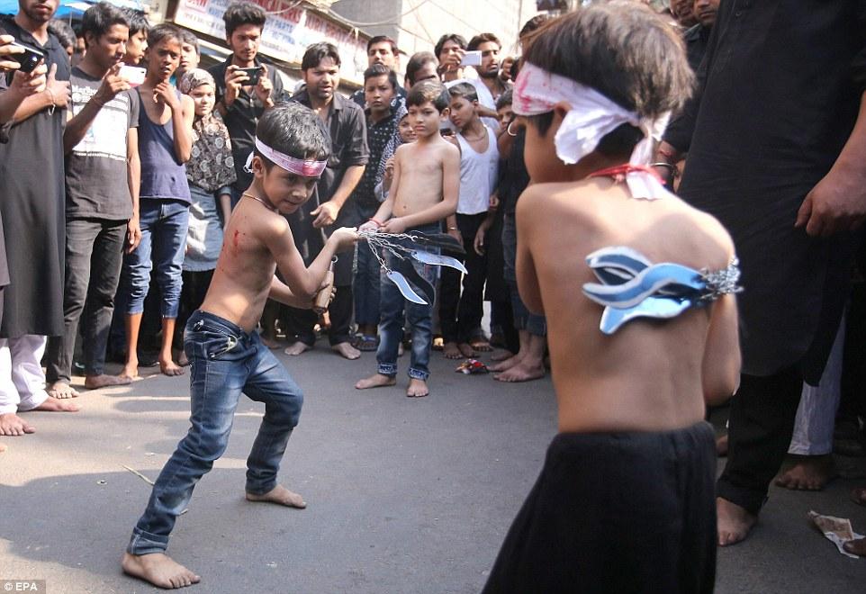 Ashura selv-flagellering shia shiite sekt Delhi India