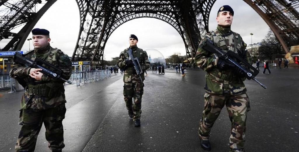 Gendarmeri holder franske gater trygge mot en indre fiende