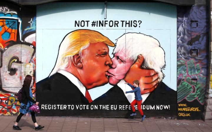 98993842_A_mural_of_Donald_Trump_embracing_Boris_Johnson_is_seen_on_a_building_in_Bristol_Britain_Ma-large_trans++eo_i_u9APj8RuoebjoAHt0k9u7HhRJvuo-ZLenGRumA