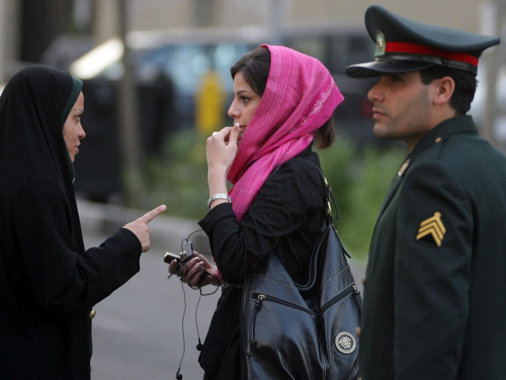 iran-dress-hijab-police