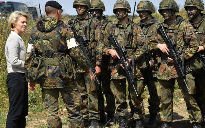 105232762_epa05467537_German_Defence_Minister_Ursula_von_der_Leyen_CDU_speakign_with_soldiers_du-large_trans++vcbZMXX-vCpvwlOvyIj3IiUMuXoOm0CuHD4OrwOsvq0