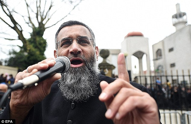 37119EC800000578-3732890-Choudary_s_radical_sermons_have_become_a_magnet_for_easily_influ-a-34_1471258133080