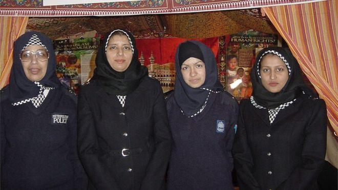 _89902367_hijab