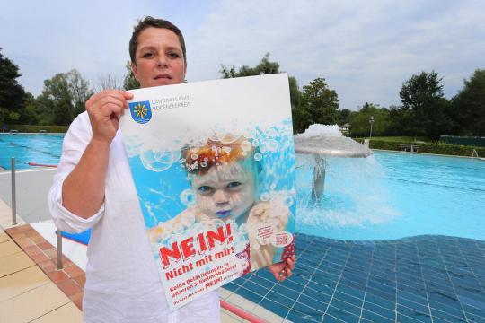 Praeventionsprojekt-gegen-Belaestigung-in-Schwimmbaedern-2-