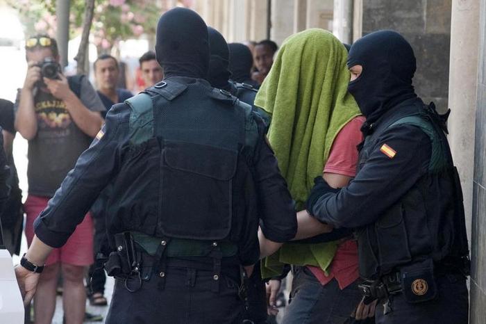 GRA172. ARBÚCIES (GIRONA), 27/07/2016.- Imagen de uno de los dos hermanos marroquíes de 33 y 22 años, acusados de colaborar en la financiación de la organización de terrorismo yihadista Dáesh, detenidos hoy en la localidad de Arbúcies (Girona). EFE/Robin Townsend