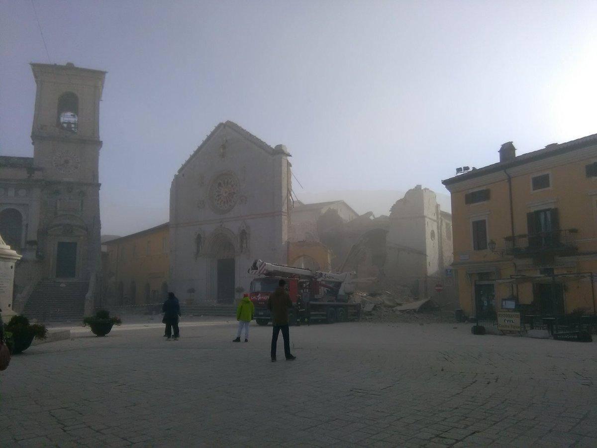 st-benedikt-basilikaen-i-norcia-etter-jordskjelvet