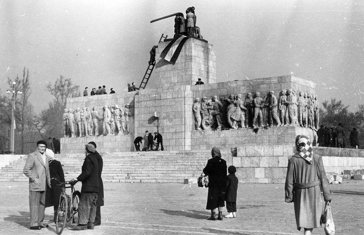 sztalin_szobor_budapest_1956