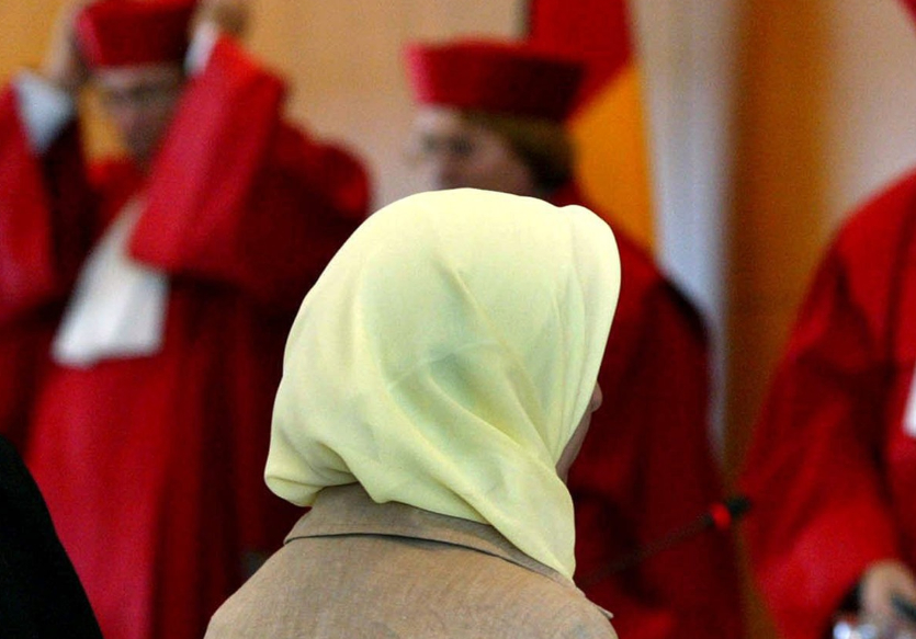 hijab-dommere