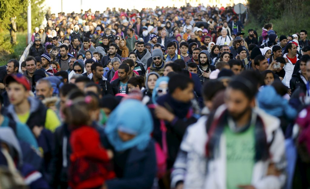 Migrants walk towards the Austrian border after resting in a makeshift camp in the village of Sentilj, Slovenia, October 24, 2015. Slovenia called on the European Union to take immediate action to stem the flow of refugees and migrants into the 28-member bloc as thousands more arrived in the small Alpine country on Saturday. Some 58,000 migrants and refugees heading to Germany and Austria have arrived in Slovenia over the last week, shifting their route to the west after Hungary sealed its borders and prompting Slovenia to propose a meeting in Brussels on Sunday. REUTERS/Leonhard Foeger'ÄÆ