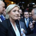 Marine Le Pen nekter å ta på hijab