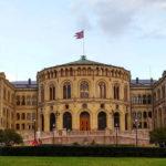 Asylsøker prøvde å trenge seg inn på Stortinget