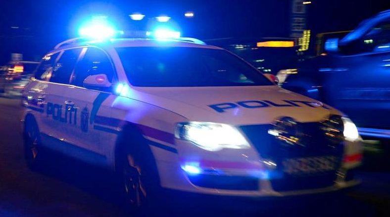 f83af1c5 En ung mann ble skadd da flere tenåringer barket sammen på Furuset i Oslo  tirsdag kveld. Dagen før ble en annen ung mann knivstukket samme sted.
