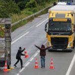 Migranter laget veisperring – sjåfør døde