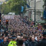 73.000 fotballfans i marsj mot islamsk terror og ekstremisme – null arrestasjoner