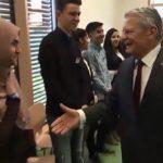 Kvinne nektet fransk statsborgerskap fordi hun ikke ville håndhilse