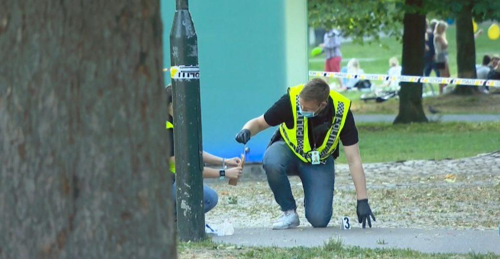 05efd9d4 En ung mann er innlagt på sykehus med kritiske skader etter at han ble  knivstukket gjentatte ganger i Sofienbergparken på Grünerløkka i Oslo  mandag kveld.