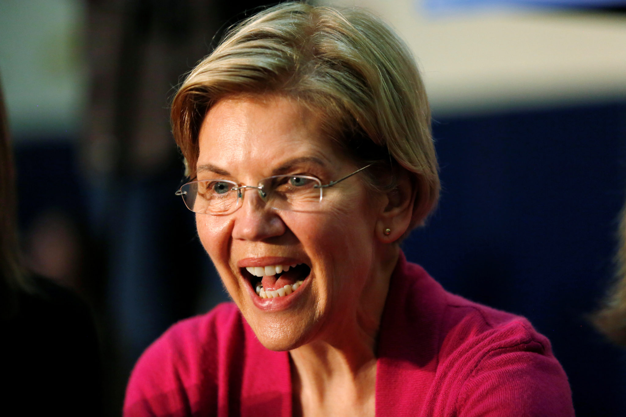 Elizabeth Warren erklærer krig mot Fox News, anti-Trump-mediene jubler