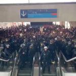 Migranter stormer flyplass i Paris – roper at Frankrike er for alle
