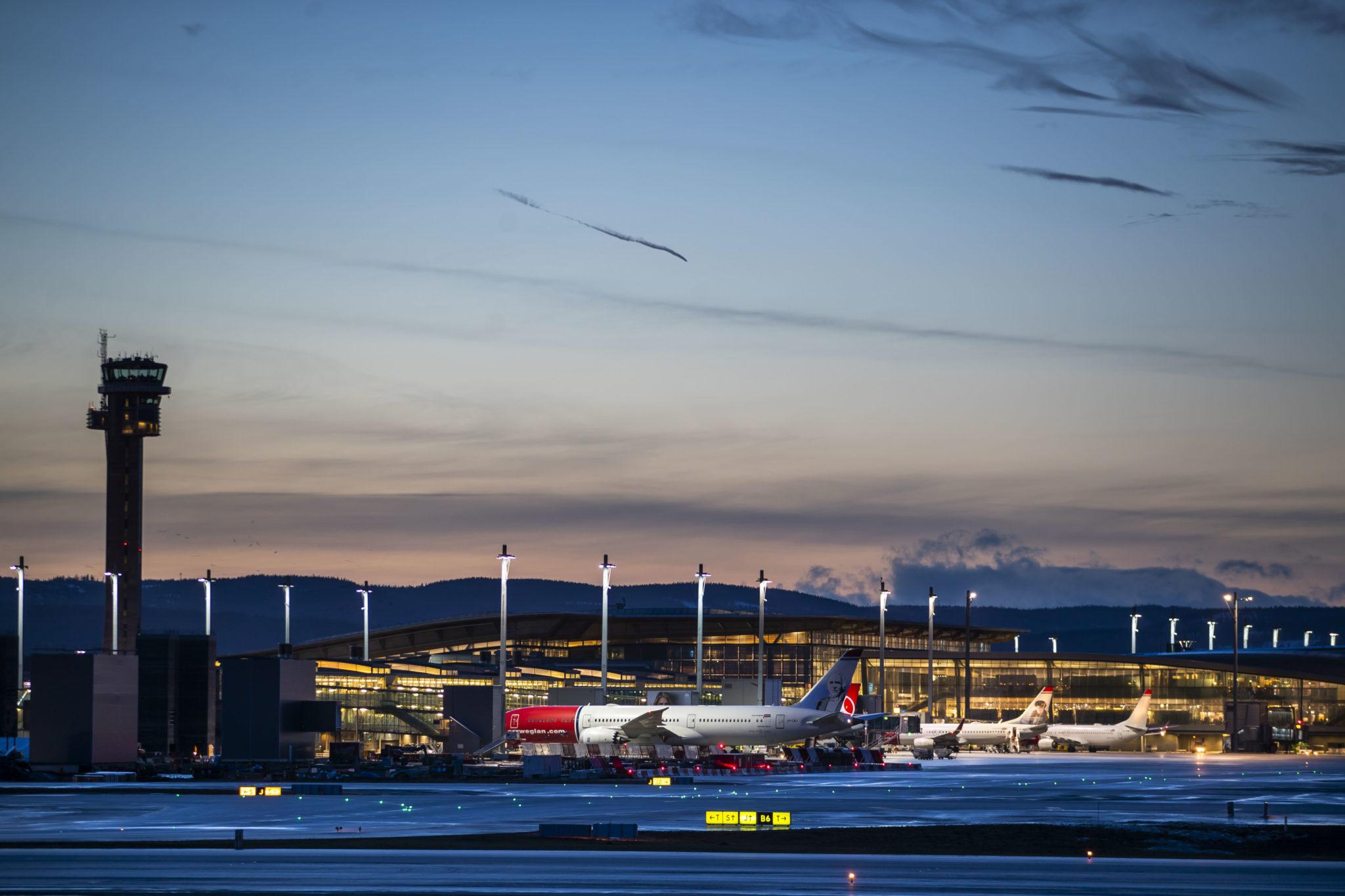 Oslo Lufthavn Nekter Innreise Til Utlendinger Ber Forsvaret Om