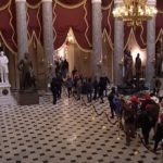 Det er noe som ikke stemmer: Demonstrantene ble sluppet inn i Kongressen