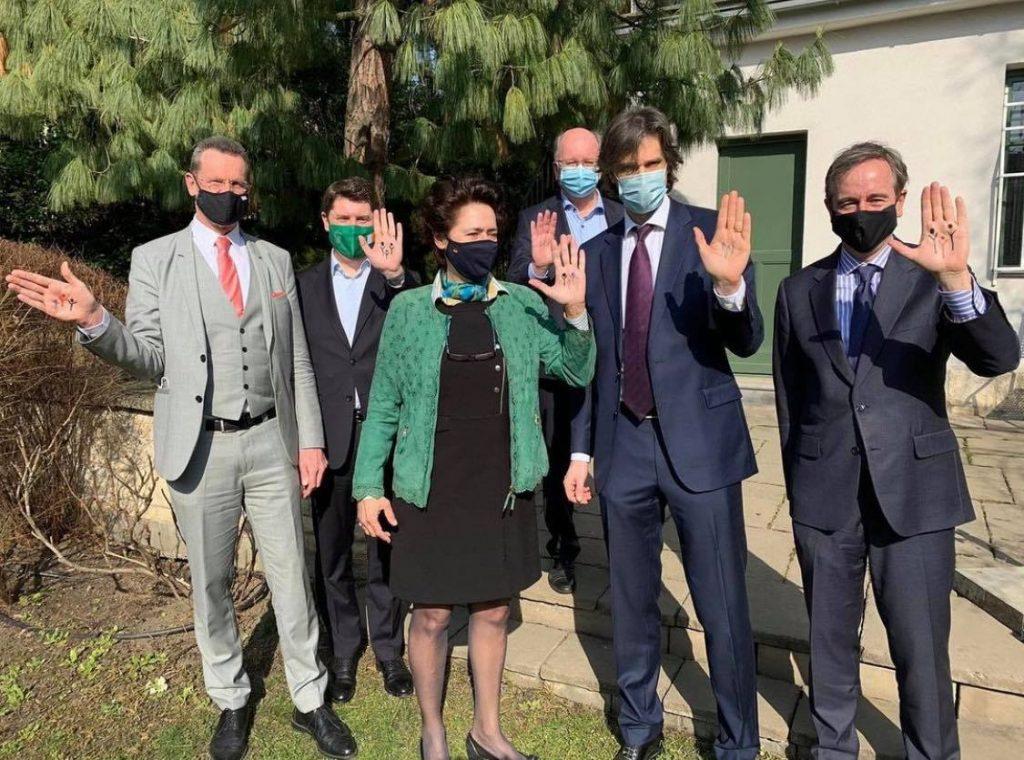 I februar viste ambassadørene fra Spania, Tyskland, Nederland, Irland, Sverige og Belgia sin støtte til motstandere av den nye loven. Foto: Facebook